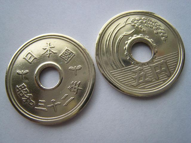 いまさら聞けないこと 5円と50円に穴があるのはなんででしょう?